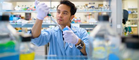 Help science students gain valuable research skills by supporting SURE